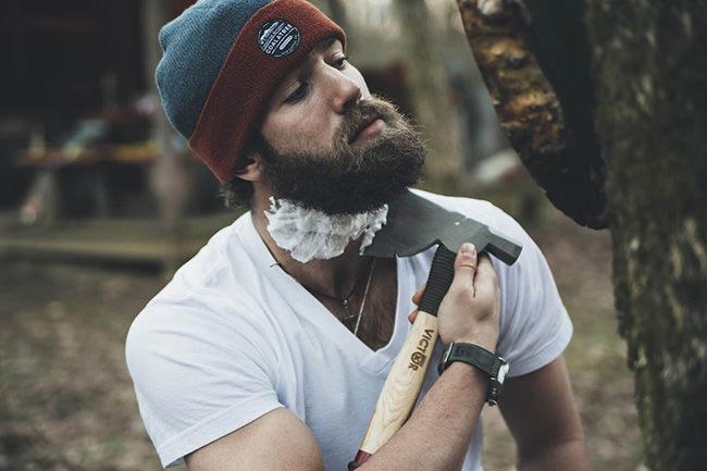 斧でひげを剃る